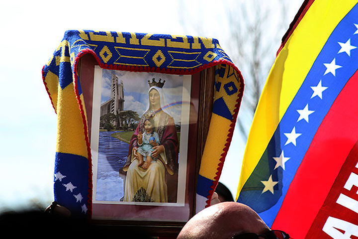 02222014 - Protestors hold up a Venezuelan flag and an image of the Virgin of Coromoto, Venezuela's patron saint.  Photo by Alec Damiano / JMC 351